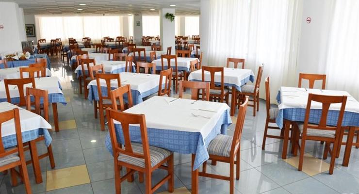 Ibiza glamour tra movida e spiagge da sogno settimana in for Ibiza ristorante milano