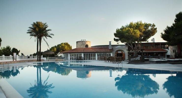 Ibiza paradiso dei giovani settimana in mezza pensione for Case ibiza agosto
