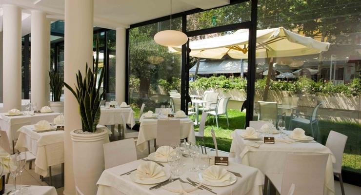 Hotel Ferretti Beach 4* - Rimini   Viaggi Quasi Gratis