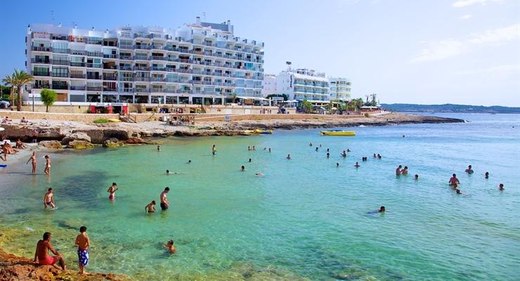 Ibiza shock solo agosto volo compreso settimana tra for Case ibiza agosto