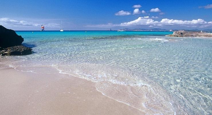 Ibiza glamour tra movida e spiagge da sogno settimana in for Soggiorno ibiza